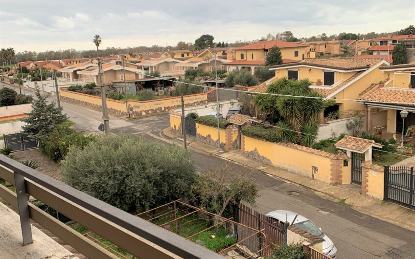 VILLINO TRILIVELLI: Ardea Via Napoli